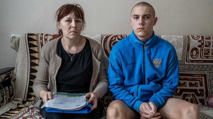 Мать-одиночка из Новосибирска потеряла работу. Приставы выставили ее единственное жилье на торги