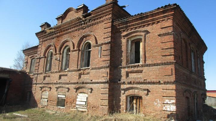 На Урале на кирпичи продают здание земской школы, основанной прапрадедом Мамина-Сибиряка