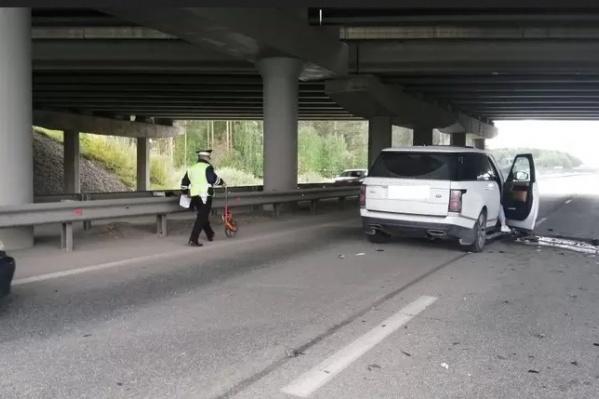 Авария произошла из-за неадекватного водителя, который зачем-то решил подрезать другие машины