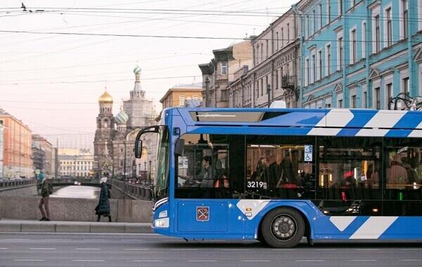 Петербуржцы вынуждены передвигаться на «соколовских душегубках» и экстремальном метро