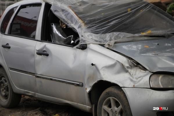 По версии прокуратуры, машины специально сталкивали друг с другом, а потом предъявлялись страховым компаниям для возмещения ущерба