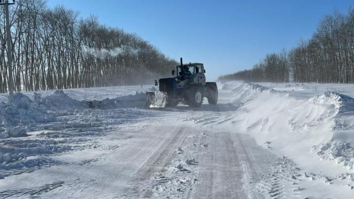 На трассе в Башкирии пассажиры застрявшей в снегу машины ждали помощи 13 часов в лютый мороз