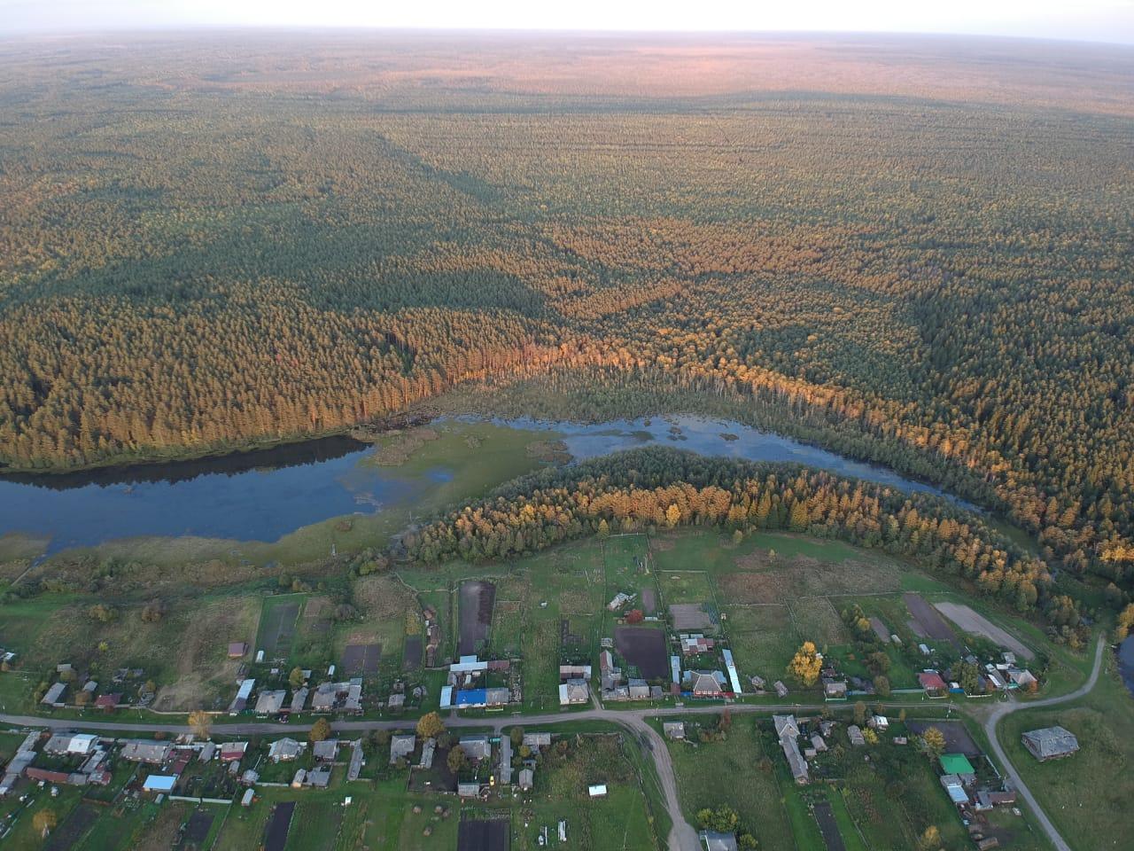 Так деревня Ивановка выглядит с высоты птичьего полета. Красиво, аж дух захватывает!