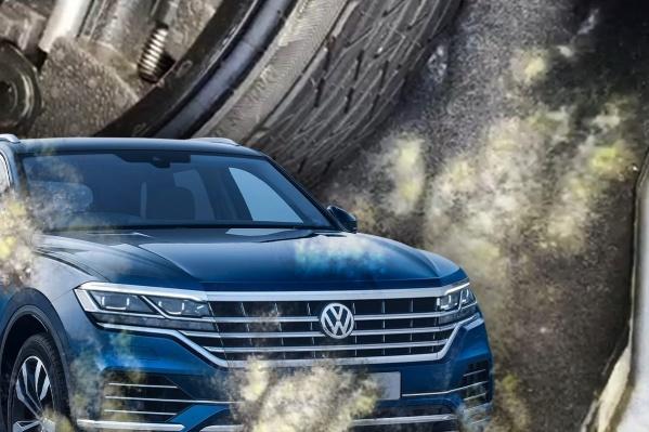 Новый Volkswagen Touareg заплесневел из-за повышенной влажности в салоне