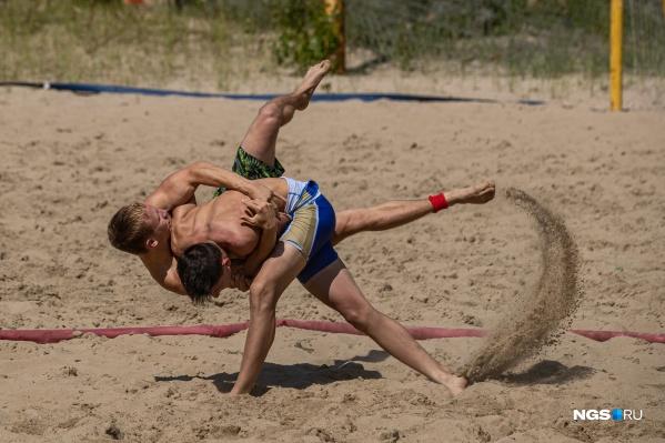 Пляжная борьба развита в Европе, сейчас она набирает популярность в России