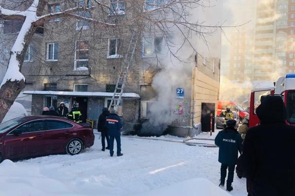 Возгорание произошло в хозпомещении около 10:30