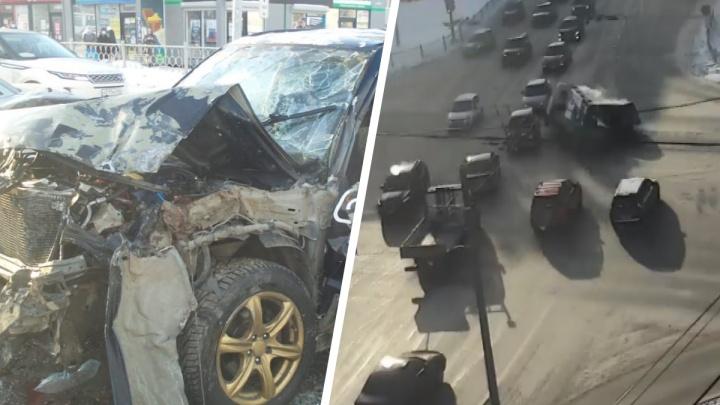 Четыре человека в больнице: в ГИБДД рассказали, как произошла авария с Subaru на Уралмаше