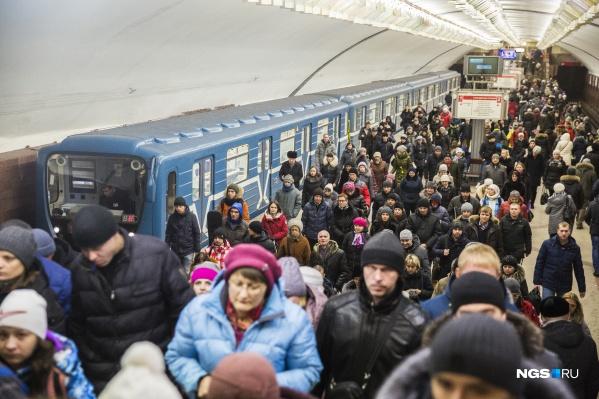 """Сейчас, по словам Аркадия Чмыхайло, поток пассажиров восстанавливается после пандемии. Вчера, <nobr class=""""_"""">19 января</nobr>, метро воспользовались 222 тысячи человек"""
