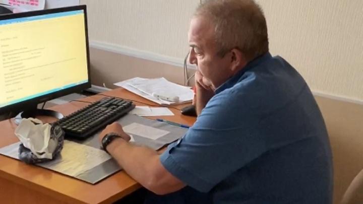 Жители Березников пожаловались на пьяного врача и сняли прием на видео. Теперь его уволят