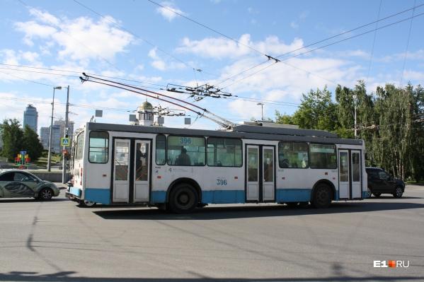 """Троллейбус <nobr class=""""_"""">№ 4</nobr> не ходит по маршруту больше трех месяцев"""