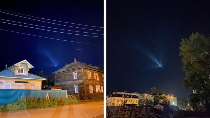 Жители разных районов Поморья заметили в ночном небе странно летящую точку
