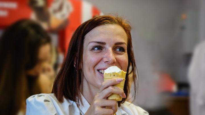 Золотой стандарт счастья: фабрика по производству мороженого показала, как создается пломбир