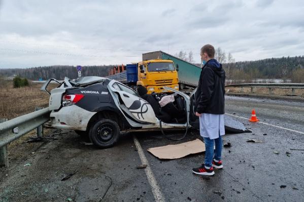 Водитель легкового авто погиб
