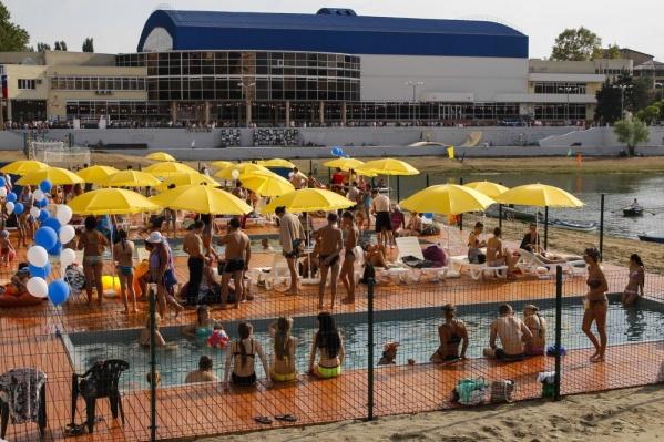 Около бассейнов зачастую было не протолкнуться