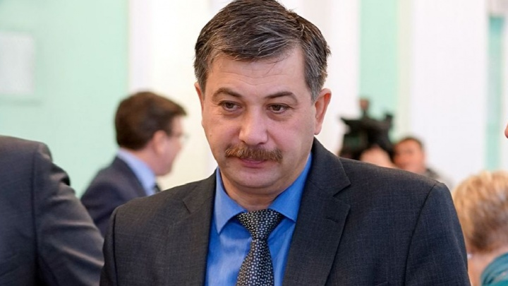 Сломавший позвоночник депутат омского горсовета пошел на поправку