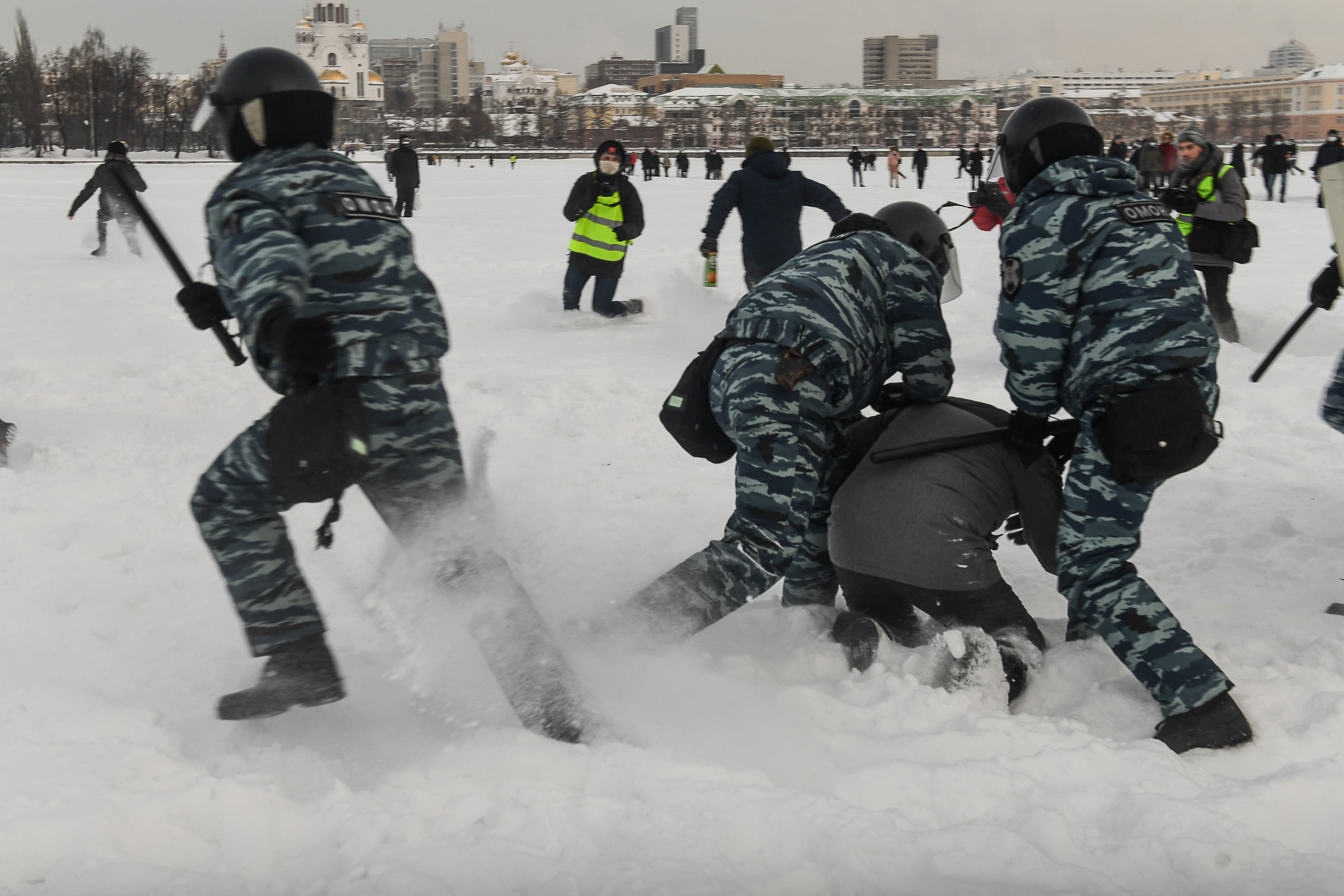 Убежать от омоновцев по снегу смогли не все