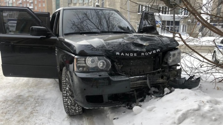 Полиция поймала водителя, сбежавшего после смертельного ДТП на Range Rover в центре Новосибирска