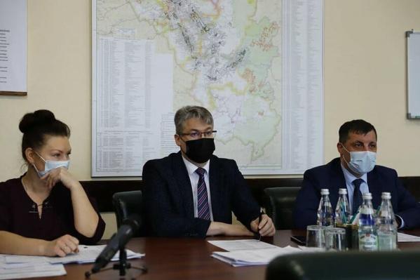Андрей Панов провел совещаниев режиме ВКС с главами городов и районов и руководителями управляющих компаний