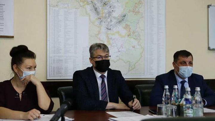 Замгубернатора Кузбасса дал три дня главам городов на уборку снега с крыш домов