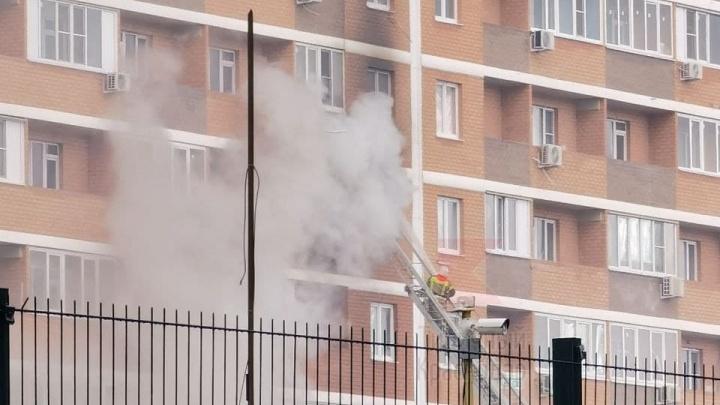 В Краснодаре во время пожара из многоэтажки эвакуировали 50 человек