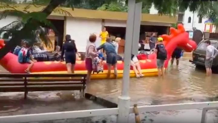Эвакуация на надувном драконе и бесплатная рыбалка. За сутки в Анапе и Темрюке выпала годовая норма осадков