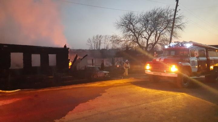 Спасатели подтвердили гибель детей в жутком пожаре под Нижним Тагилом
