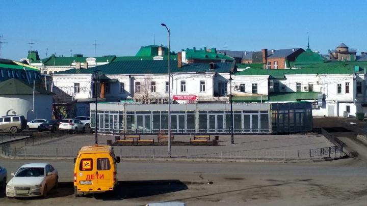 На благоустроенной улице Бударина установили гигантский павильон
