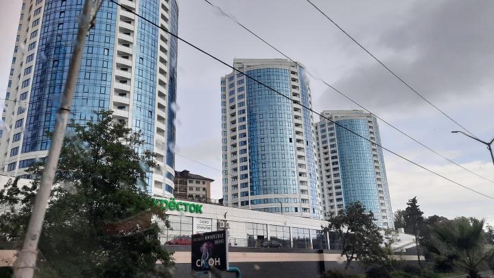 Крым не излечит Сочи от жадности: российские курорты соревнуются, кто больше взвинтит цены на жилье