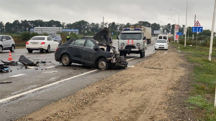 4 человека погибли в ДТП с грузовиком на Кубани, среди них ребенок