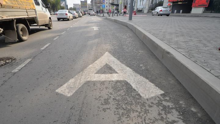 В Екатеринбурге перестали делать новые выделенные полосы. Мэрия объяснила почему
