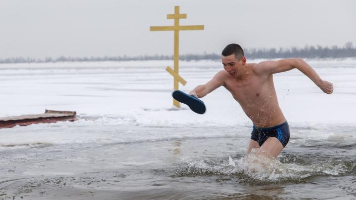 Волгоград отметил Крещение по новым правилам: показываем лучшие фотографии праздничного дня