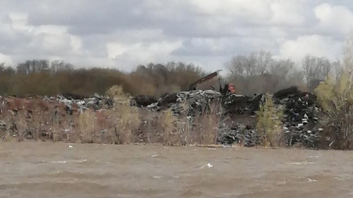Очевидцы: «Озеро в Самаре превратили в свалку мусора»