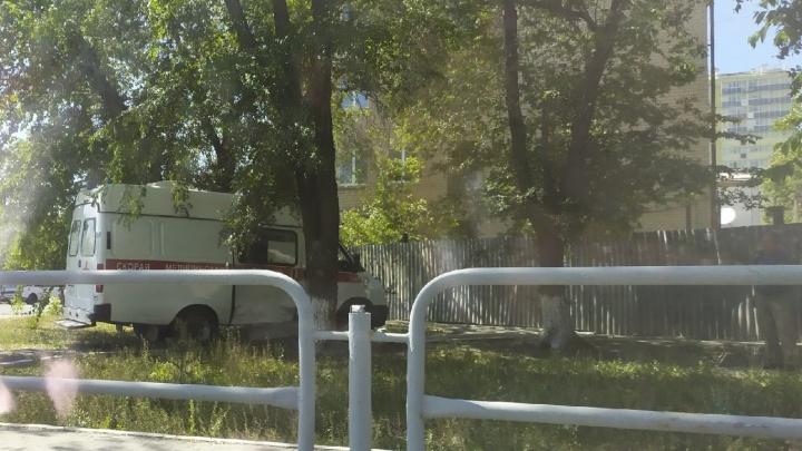 Скорая помощь столкнулась с Infiniti на подъезде к больнице в Челябинске