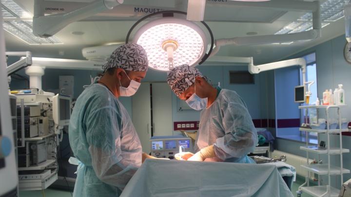 Врачи вырезали у тюменца «пятилитровую» опухоль напочке