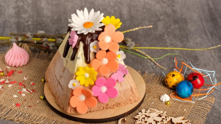 Купить или испечь: где заказать куличи к Пасхе, как правильно выбрать продукты и накрыть на стол