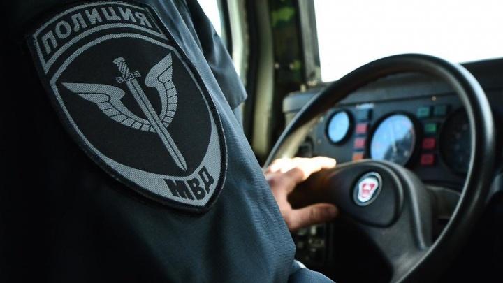 В Лермонтово парень ударил полицейского и сорвал с него погоны