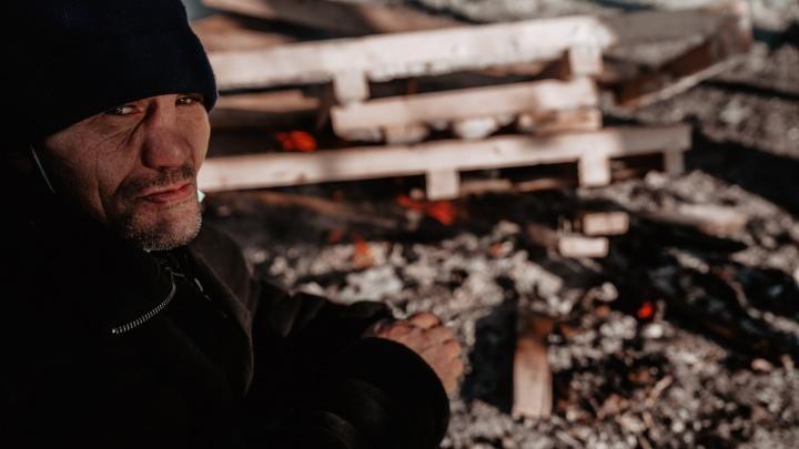 Боятся замерзнуть или обвариться: один день из жизни тюменских бездомных, ночующих на теплотрассе