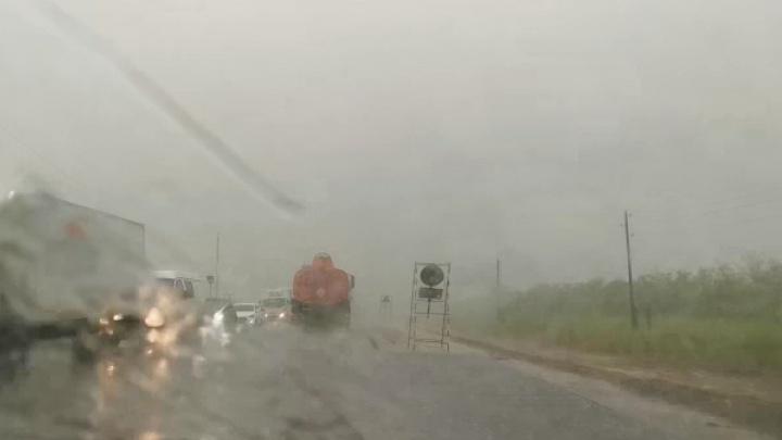 Дождь льет плотной стеной: на Волгоградскую область обрушился тропический шторм