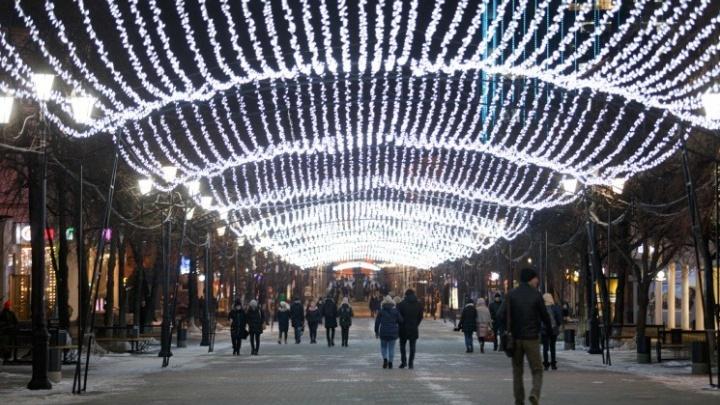 Мэрия Челябинска определила, кто займется новогодней иллюминацией на столбах и светящимися фигурами