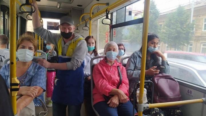 Мэр Красноярска отчитал пассажиров и кондуктора маршрутки за неправильное ношение маски