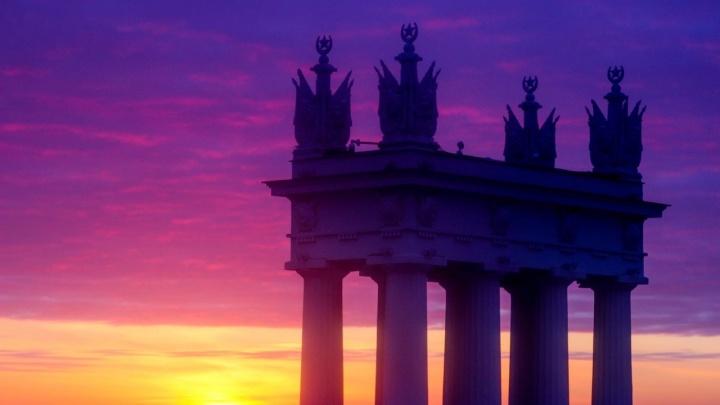 Просто красиво. Смотрим волшебные снимки рассвета в Волгограде