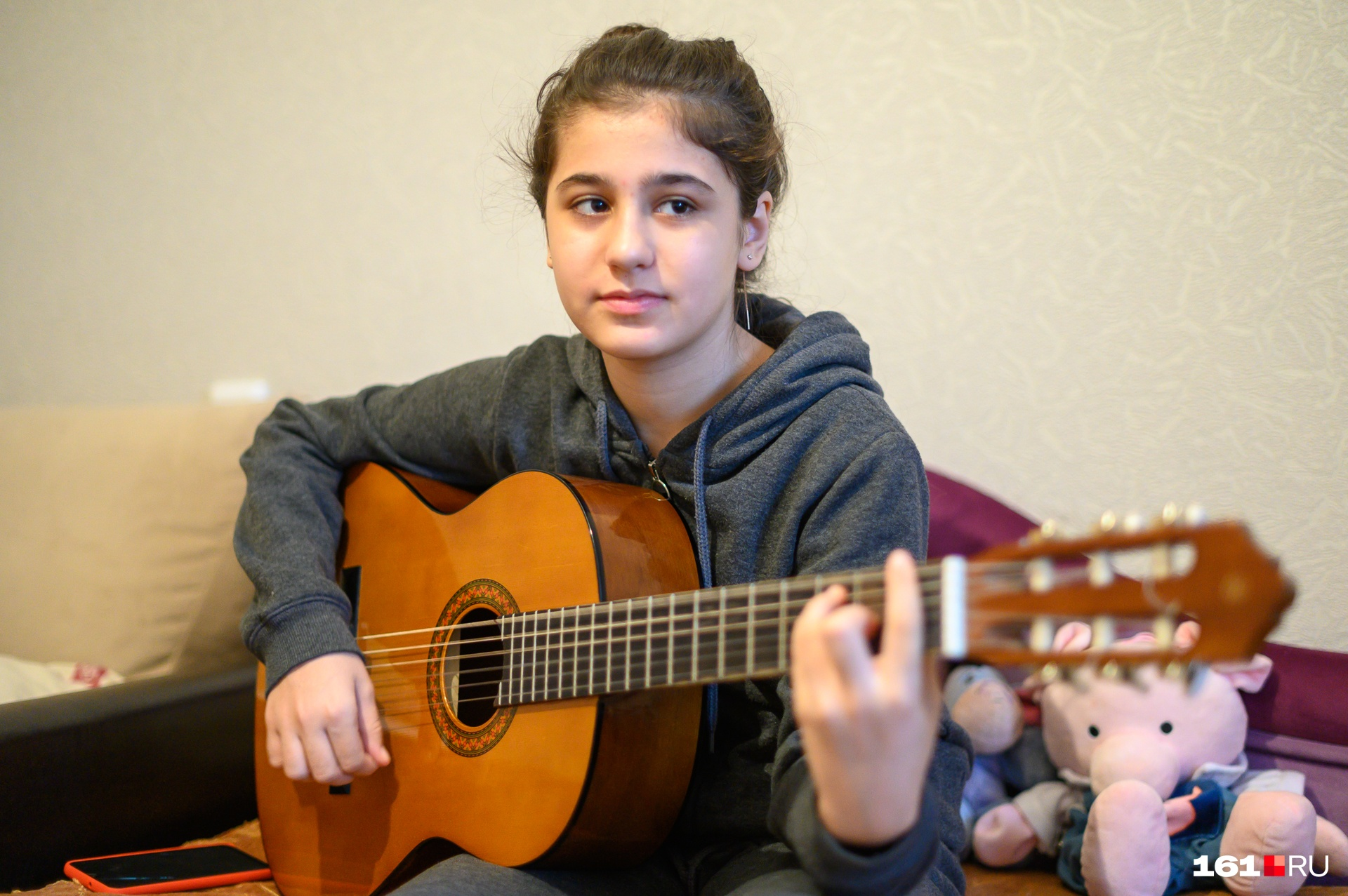 Старшая дочь Алина учится в музыкальной школе