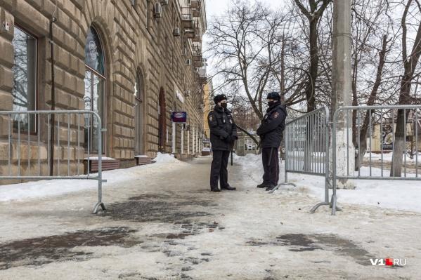 Сквер Симбирцева окружили 375 погонными метрами металлических ограждений