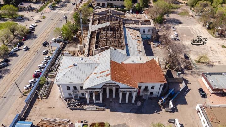 Облетает проржавевшая крыша: смотрим, как за полгода изменилась легендарная «Победа» Волгограда