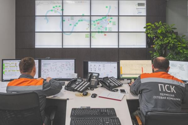 Энергетики ПСК отслеживают данные о температуре и о давлении в трубах на огромном экране