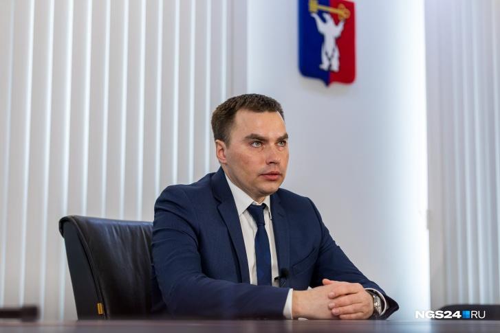 Дмитрий Карасёв стал главой Норильска этой зимой. Здесь нет прямых выборов, он обошел на голосовании Думы кандидата губернатора