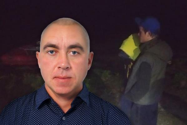 Исполняющий обязанности главы Лазурненского сельского поселения Максим Кокшаров взял лодку у соседа и отправился на ней спасать мальчиков