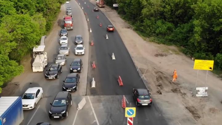 «Пешеходам не пройти»: на Ракитовском шоссе в Самаре обновили асфальт