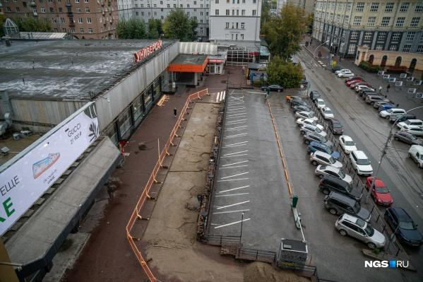 На Ленина, 10 разобрали половину тротуара