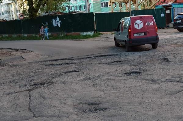 Ярославцы убивают машины об ямы